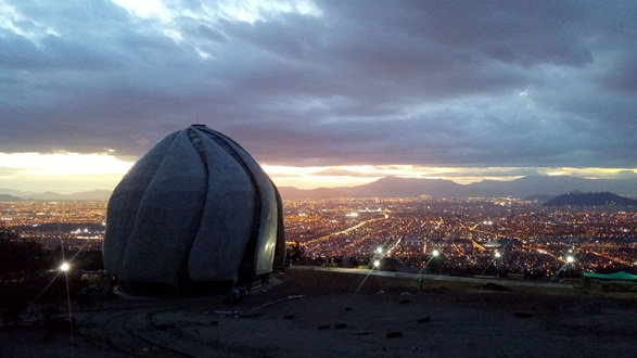 Chile House of Worship overlooking Santiago (Image: Bahá'í World News Service)